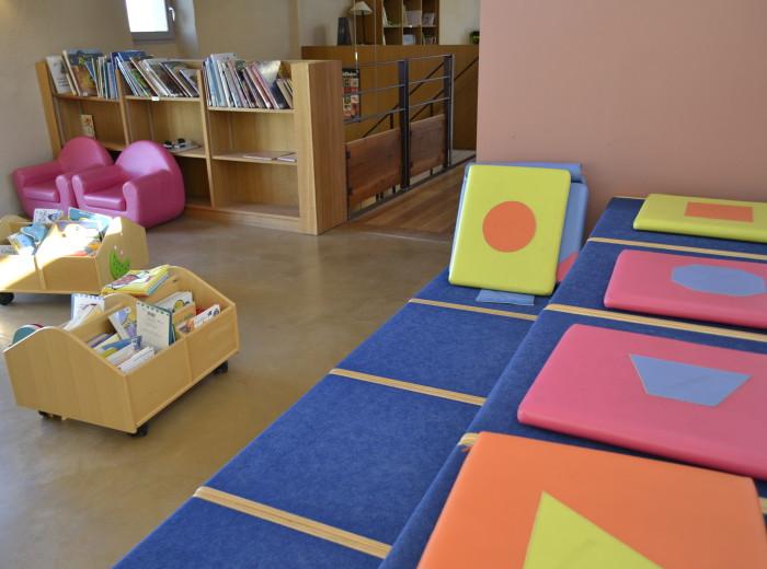 la biblioth que caf biblioth que. Black Bedroom Furniture Sets. Home Design Ideas